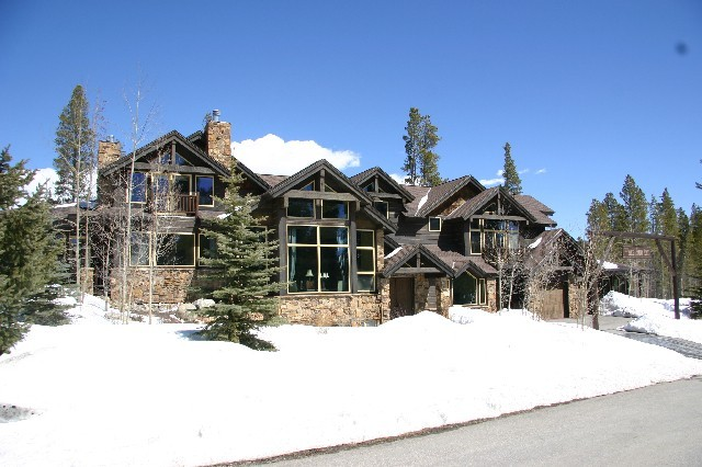 Lodge at Snowy Point - Ski In/Out - Peak 8 Base and Shuttle Stop