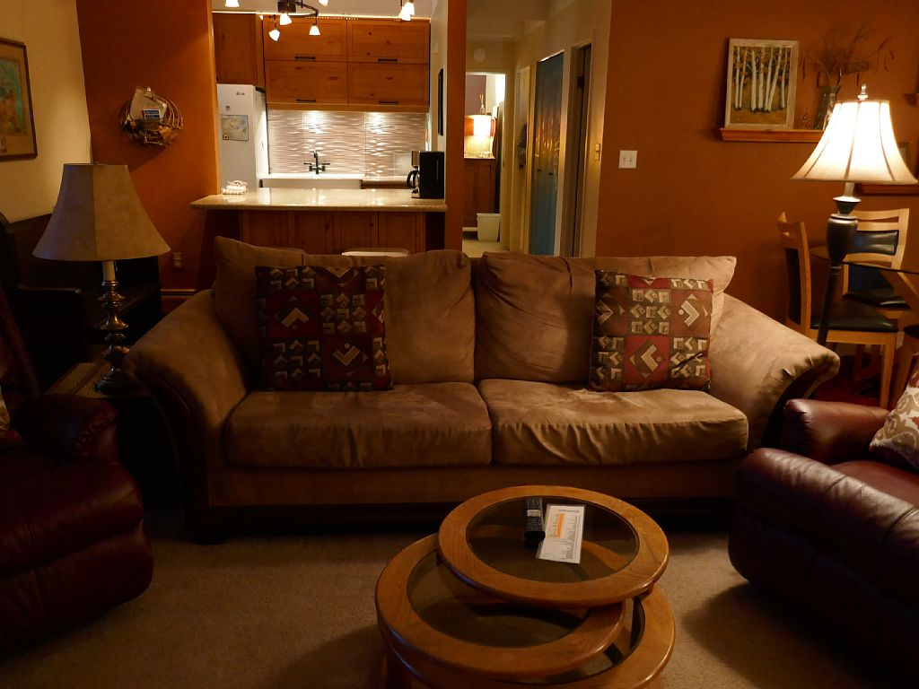 Cozy Hideaway in Town- 7 Nights for $ of 6 -Ground Floor; Perfect for Families