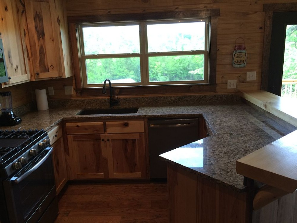 Completed in 2016, this cabin rental is ready for the good timer!