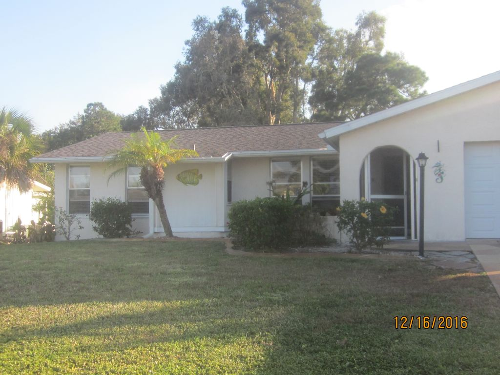 Florida Life on Golf Course minutes from beaches in this turn key furnished home!