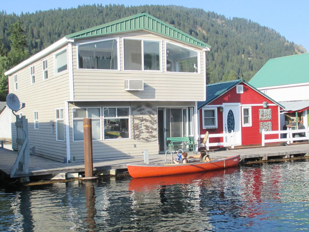 Stay on the Lake in a Floating House