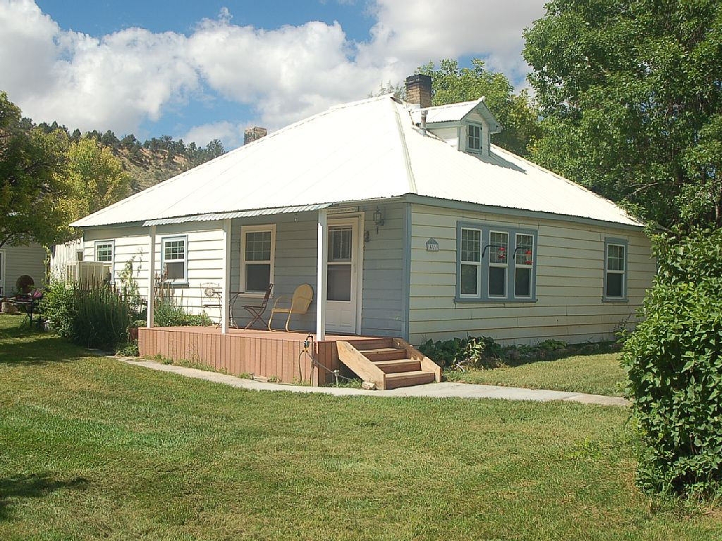 Country Charmer. Spring Special Best Value. Great Reveiws. Large Lot 3/4 Acre