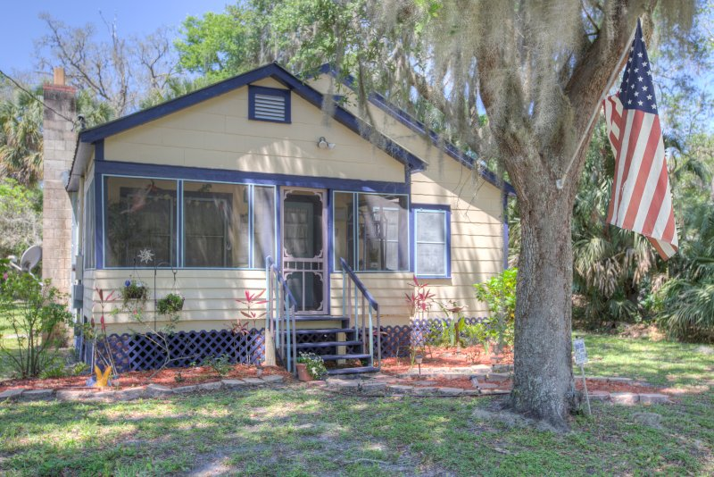 Minutes Drive to Ocean Close to Central Florida Attractions