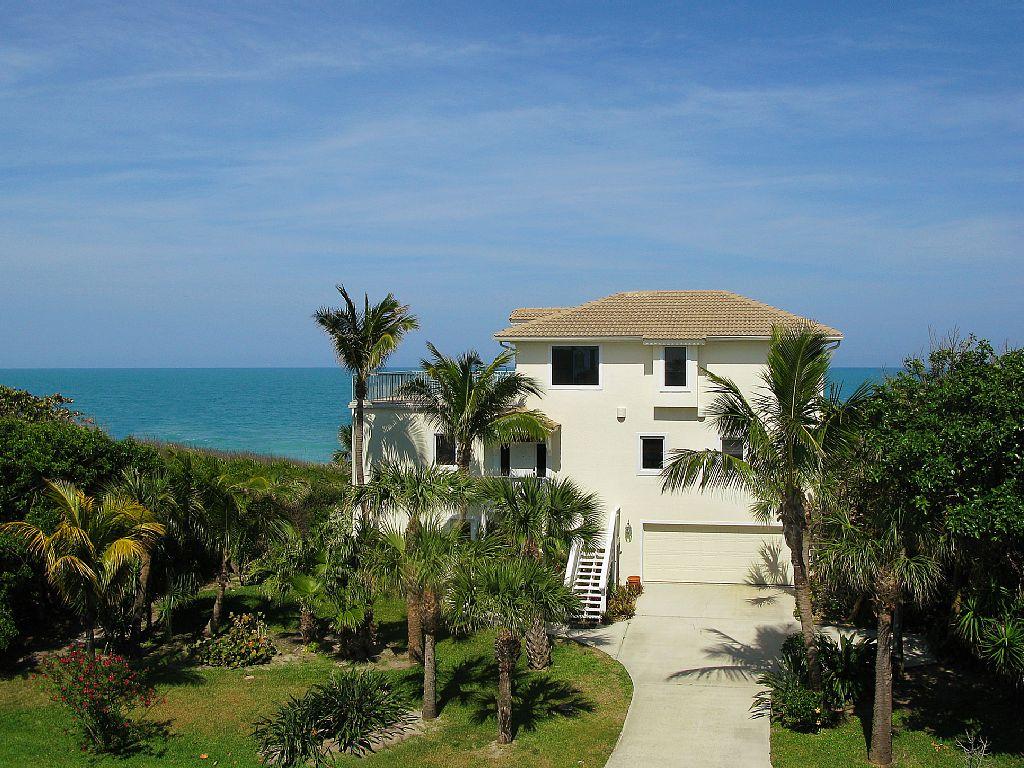 Superlative Oceanfront Single Family Home