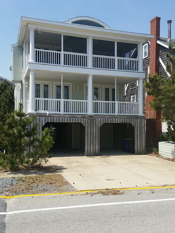 Pristine Beach Home in Beautiful Bethany - Ocean Views and Quaint Shopping