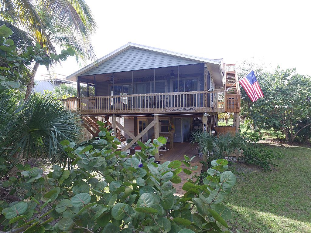 Coconut Palace - a Peaceful Serenity. Perfect for R&R by the Beach