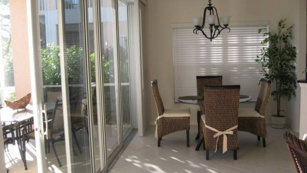Naples vacation rental with dinning area
