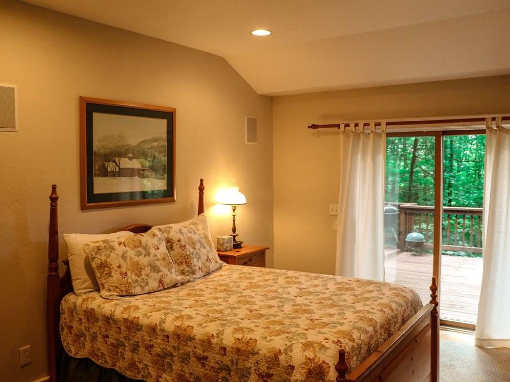 Banner Elk North Carolina Vacation Rental Treetop Cabin Watch Our Virtual Tour Wifi Huge Deck Pet Friendly Sleeps 6 3 Bedrooms 3 Bathrooms Cabin Best Airbnb Alternative