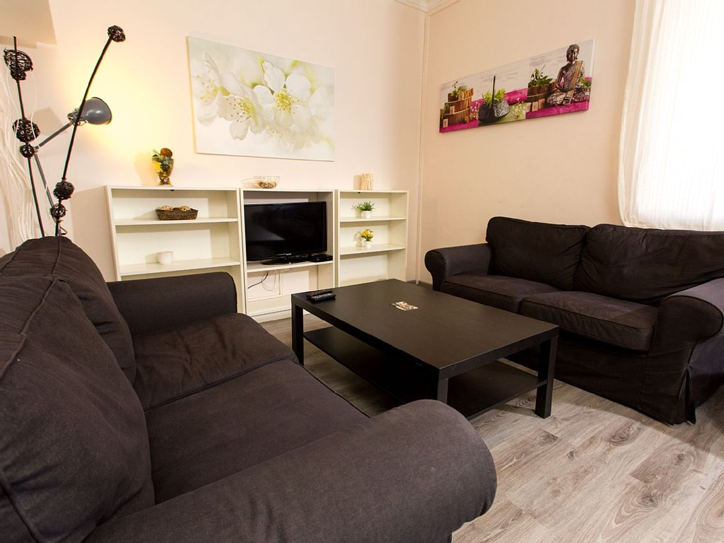 Rocafort 11 - Family Apartment with 4 Bedrooms in the Centre with Wifi, TV, Ac and Heating