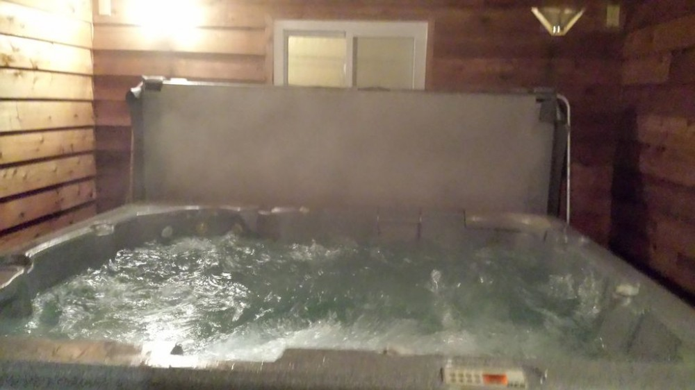 SPECIALS March, April. VERY SAFE. CLOSE to Everything. PARKING. View. Hot Tub