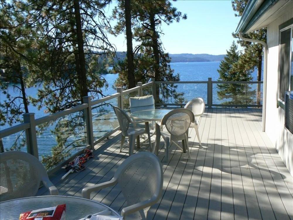 Beautiful Coeur d'Alene Lake Front Cottage
