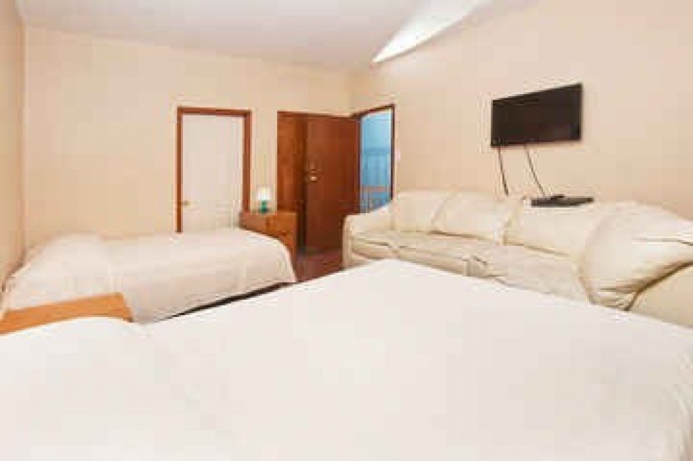 clean/quiet very close to city with Separate Rooms