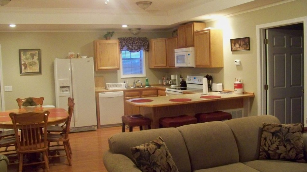 Full kitchen open to great room Murfreesboro vacation home