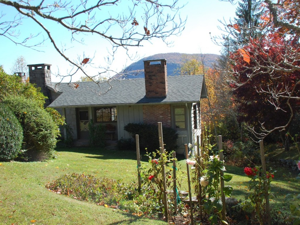 Chic Authentic 1940's Mountain Cabin, with Streams, Falls and View of Whiteside