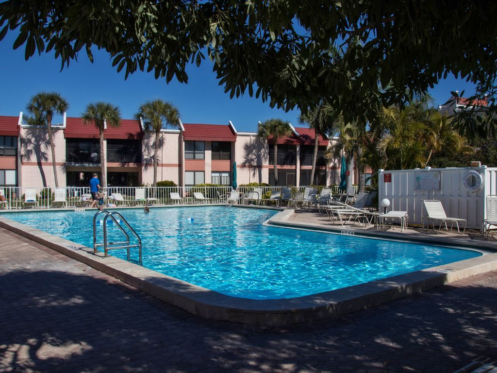 Charming and Updated 1 Bedroom in Runaway Bay on Bradenton Beach