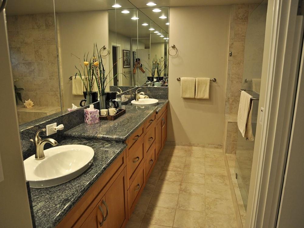 Master bathroom with dbl sinks Airbnb Alternative Lahaina Hawaii Rentals