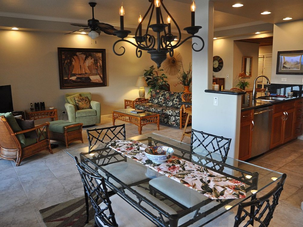 Guest picture of the main living area. Lahaina vacation home