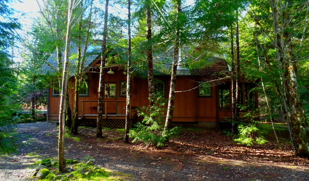 Secluded Cabin on Horse Creek, Outdoor Camp Kitchen, Sauna & Bathouse