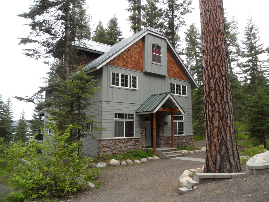 Beautiful Lakeside Vacation Homes on Payette Lake: Harris Cove Lodge