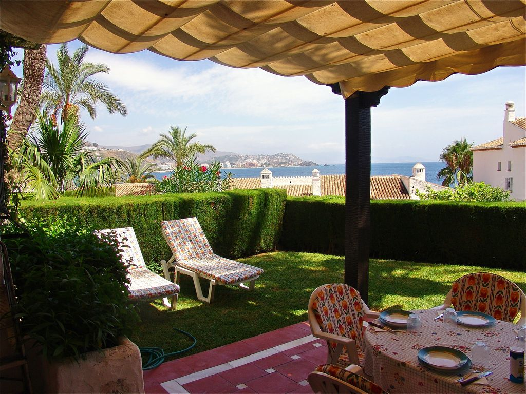 Quiet Apartment with a Great Backyard, Close to the Port and Beach