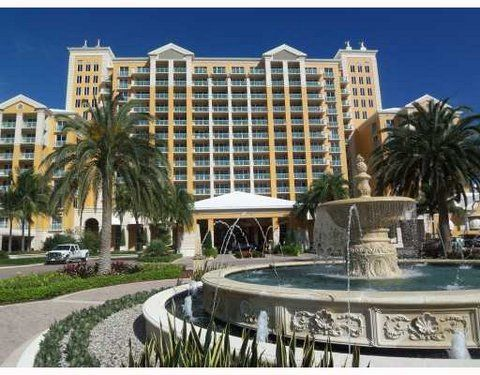 Beautiful Ritz Carlton ~ Renovated 1 Bdr Residential Suite with Double Balcony
