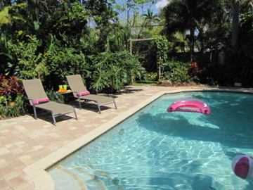 Graf Hill House - THREE BEDROOMS AND TWO BATHS SLEEPS 6