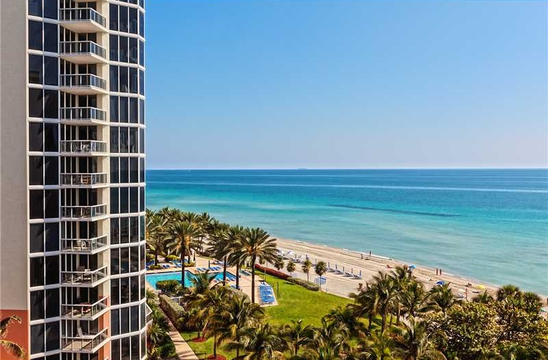Great studio with the side ocean view  in sunny isles