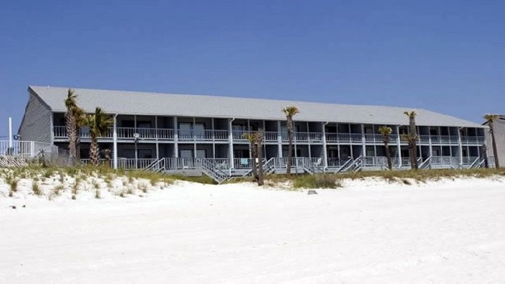 TOWNHOUSE ON BEACH! NO ELEVATORS NO PARKING GARAGES -SEAGULL