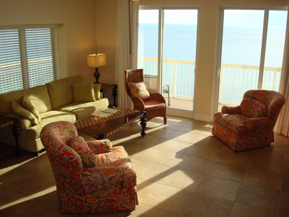 Panama City Beach vacation rental with Bright spacious main living area w/ Gulf view