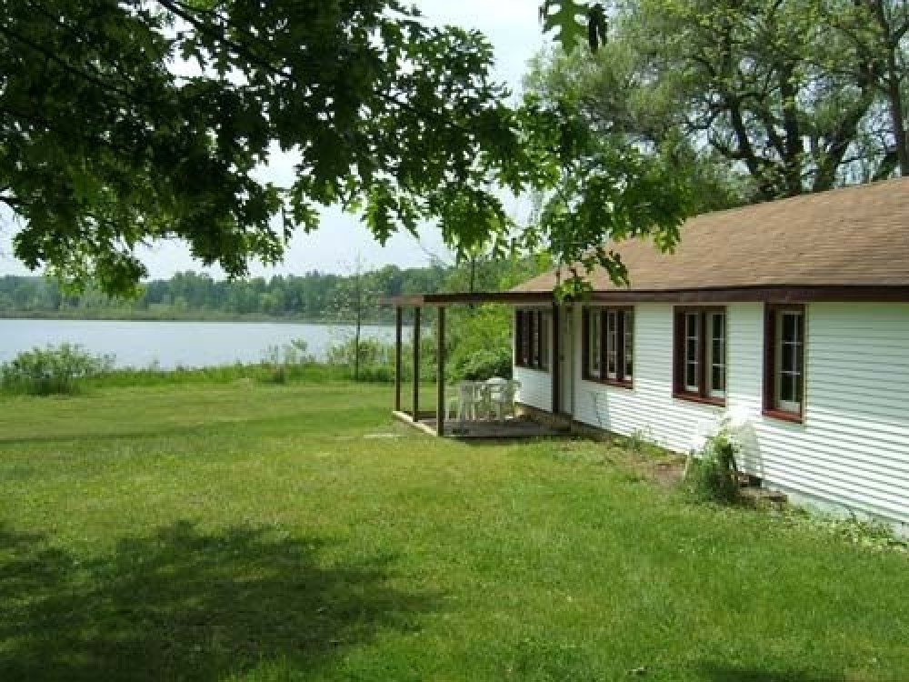 Folk Cottage - Lakefront Cottages on Semi-private Lake, Beach, Boats, Fun!