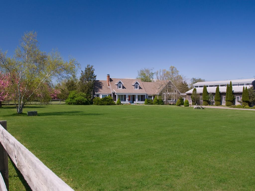 Stunning Private 4 acre Estate on Preserve near Village/Beach with Heated Pool