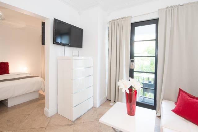 2 Room Pool Guest-House Suite (Kravitz)