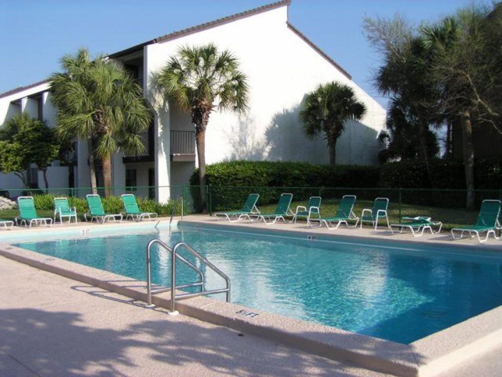 Edgewater studio or 1br villa $450/$550 week during april/may thru may 20
