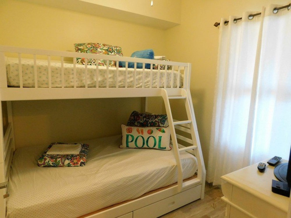 Bright 2nd guest bdrm w/ double +twin bunks Panama City Beach vacation home