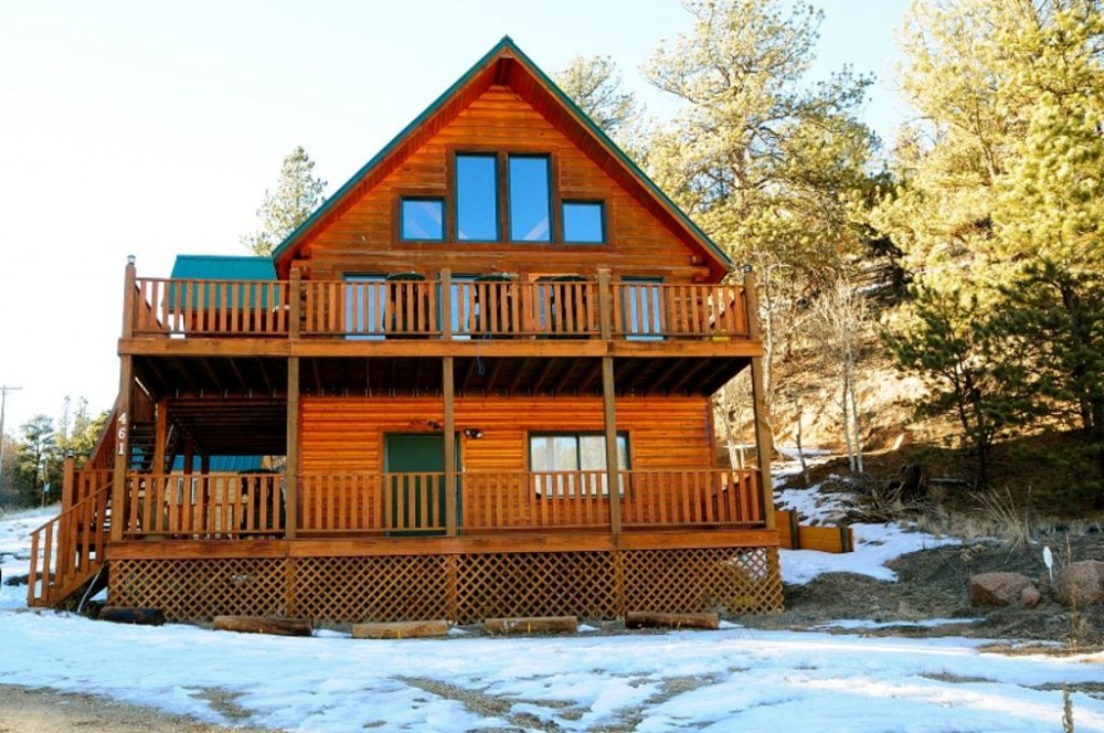 Cripple Creek vacation rental with LOG 5 BEDROOM , 3 BATH CABIN AND TWO DECKS.