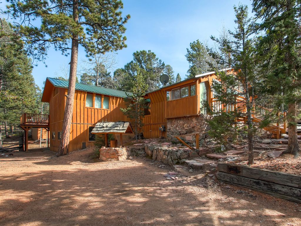 Mountains, Trees And Wildlife You Have It All At This Cabin In The Trees.