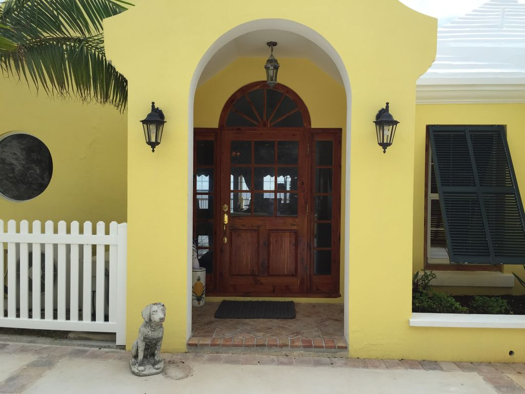 This home has the perfect location for your vacation with endless amenities all in walking distance of your front door