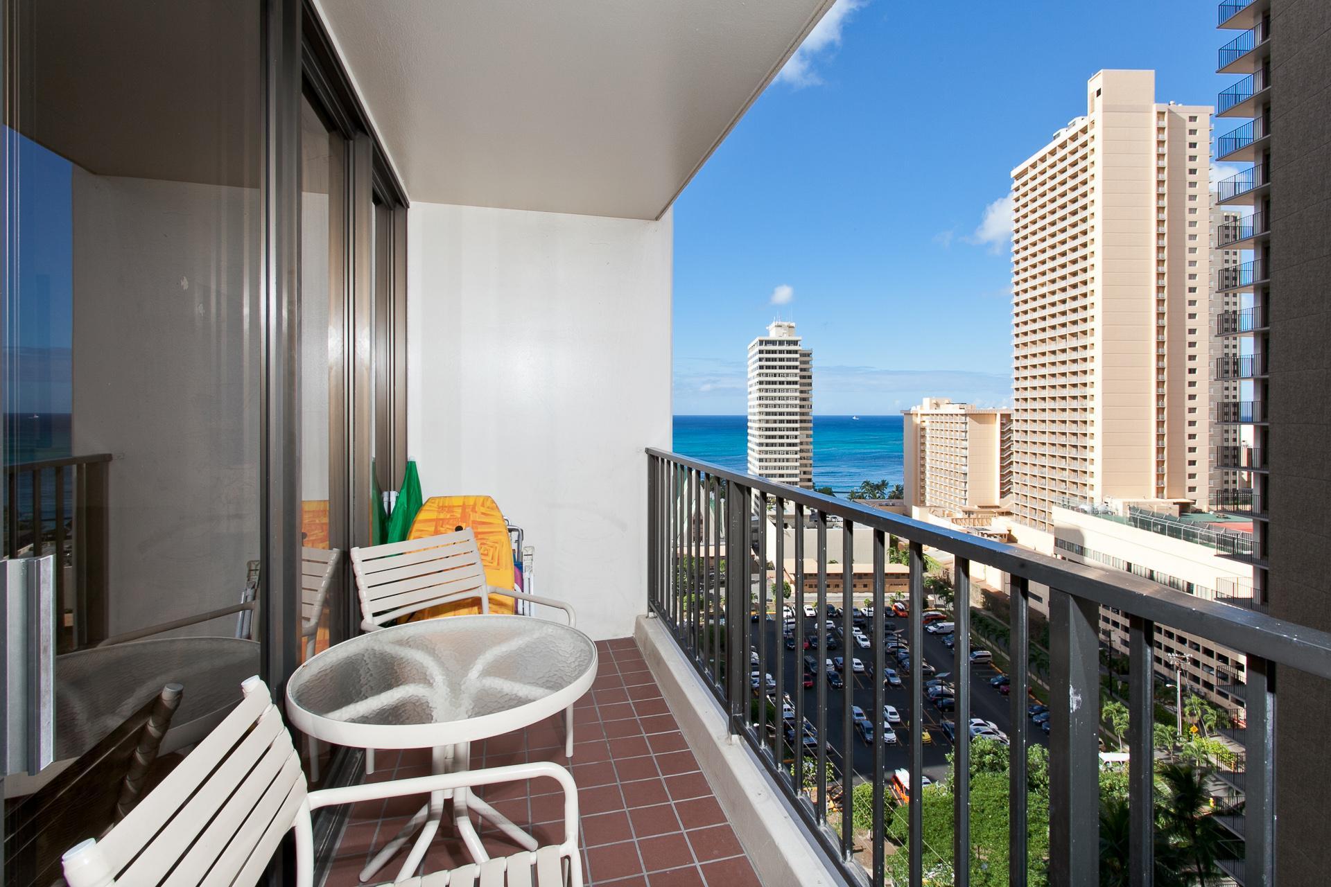 Honolulu, Hawaii Vacation Rental | Waikiki Banyan 1806 T1 | 1 ...
