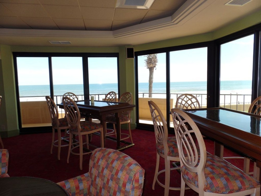 Myrtle Beach vacation rental with Oceanfront lounge