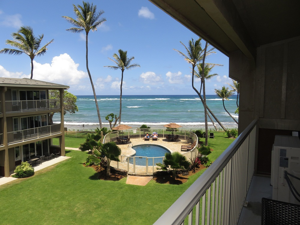 Kauai Oceanfront Condo 2 bedroom Condo - Free WiFi LOADED!