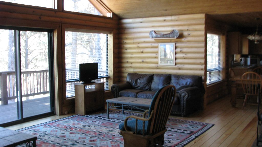 4 Bedr Cabin Sleep 8, 4 Queen Beds, Fireplace, Fully Equipped