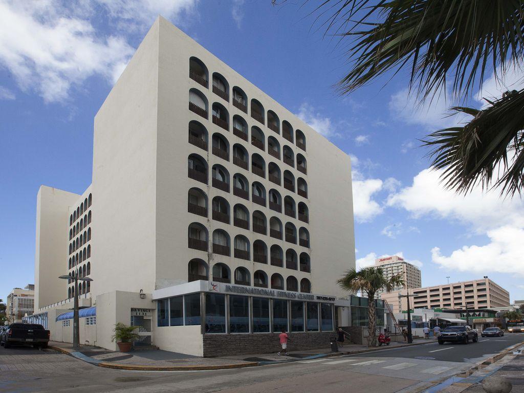 3 bedrooms, 2 bathrooms, walk to La Concha or Marriott Hotel