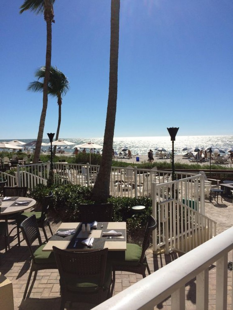Naples vacation rental with La Playa dinning a short walk from condo