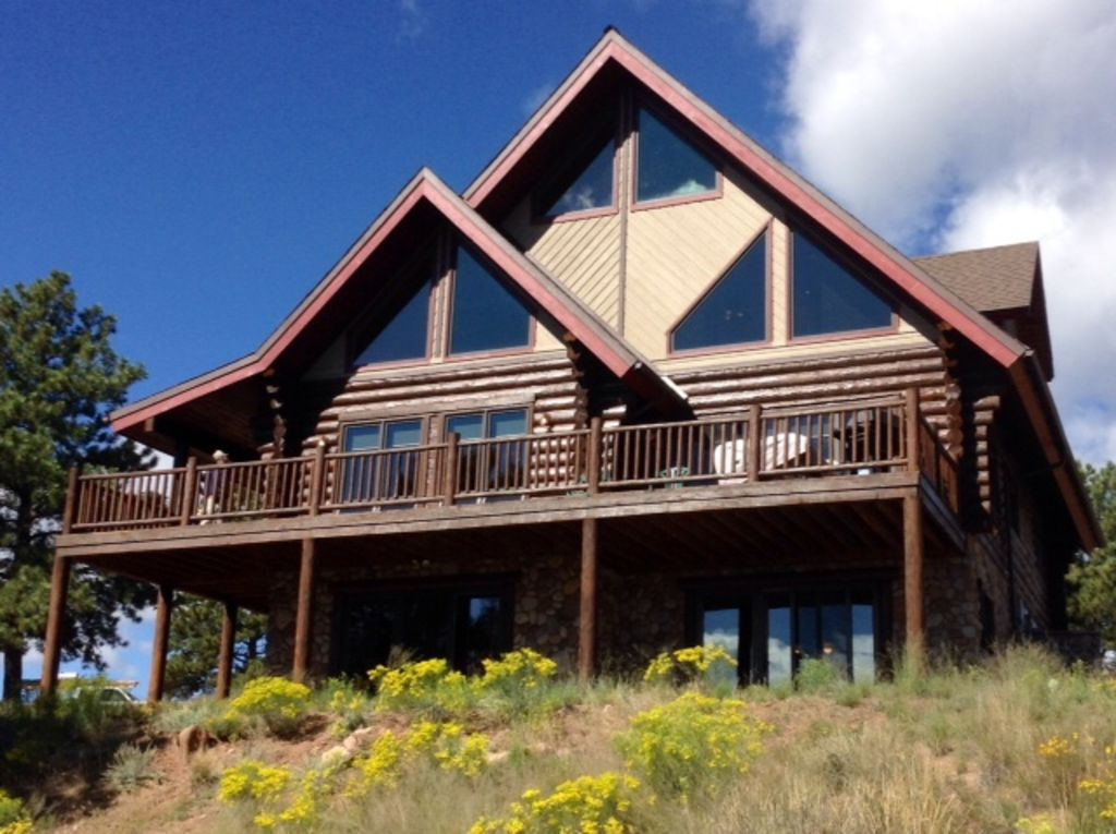 Luxurious Log Home, Privacy, Stunning Views