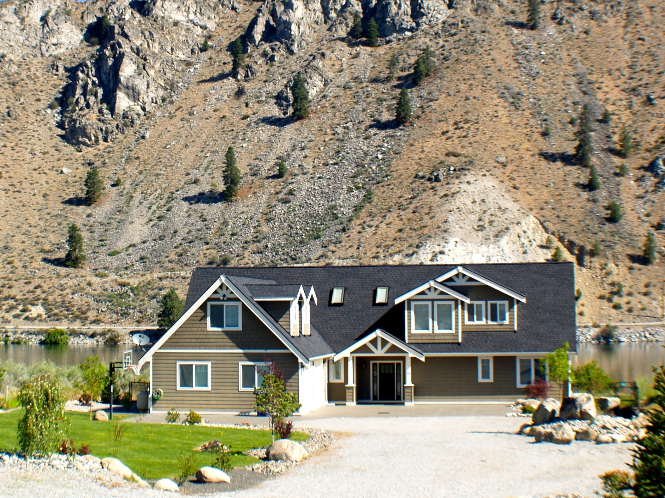 Waterfront Home with private Pool, Spa, Dock (Near Chelan)