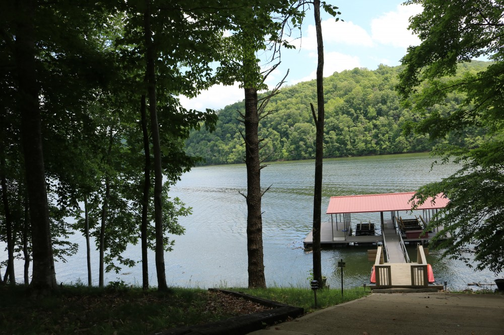 New Tazewell vacation rental with Lakefront Rendezvous 2 covered boat slips