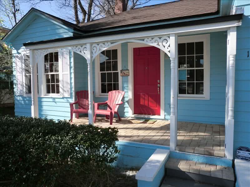Wow! What an Adorable 1934 Cottage 1 Min Walk to Beach 3 min walk to Restaurants