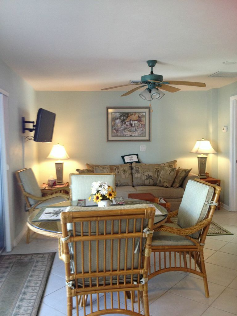 Bonita Shores exceptionally nice 1 bedroom 1 mile to beach