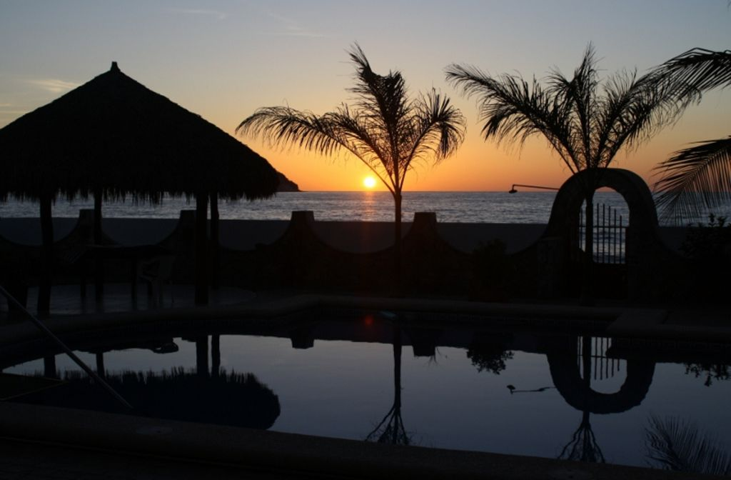 Fabulous Ocean Front Vacation Apartments All prices in Canadian