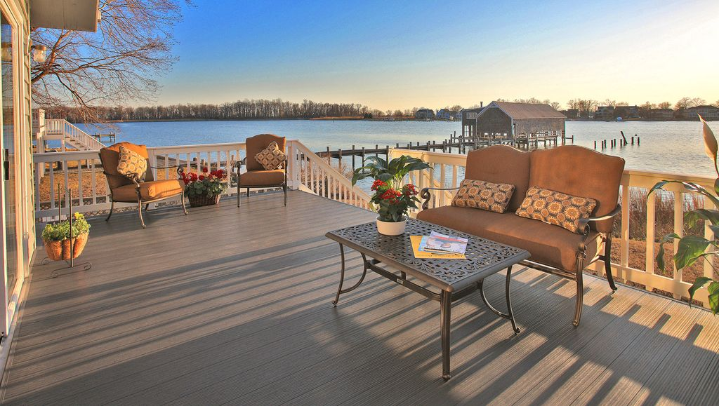 Beautiful Annapolis Waterfront Home Sleeps 13 in Style